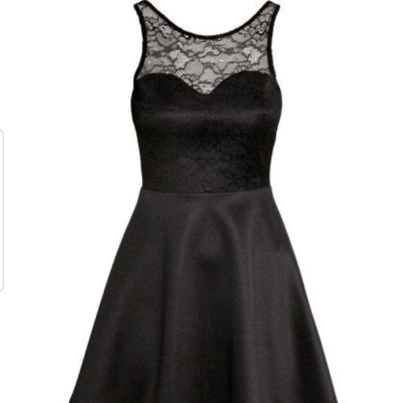 H&M Dresses & Skirts - Sweetheart neck lace flare dress